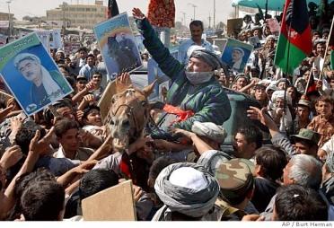 جنرال عبدالرشید دوستم رهبر حزب جنبش اسلامی افغانستان و رئیس ارکان سرقوماندانی اعلی قوای مسلح افغانستان